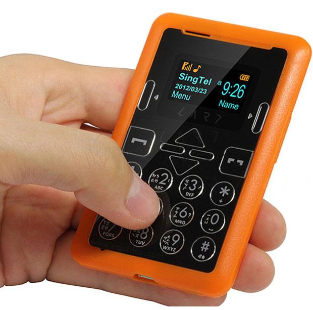 仅重35克的手机 新加坡CARD Phone第六代超轻薄信用卡式手机