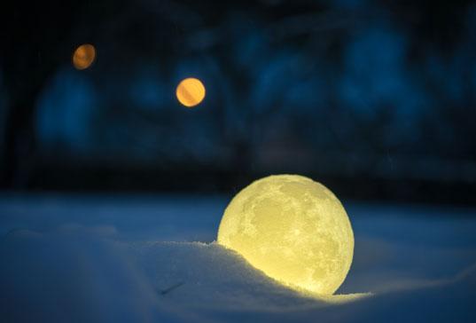 创意揽月3D打印月球灯 伸手摘星送给最爱的她