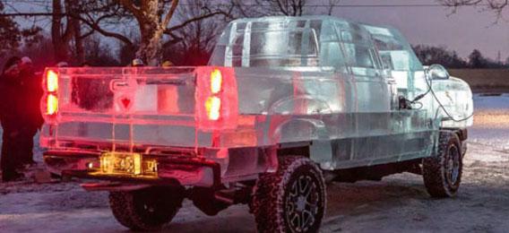 冰雕皮卡汽车 -49℃打造的创意冰雕汽车