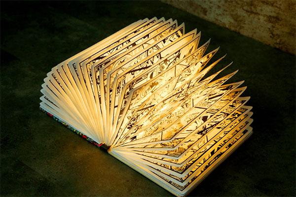 漫威漫画折叠翻页无线书本灯 送给复仇者联盟漫威迷的创意礼物